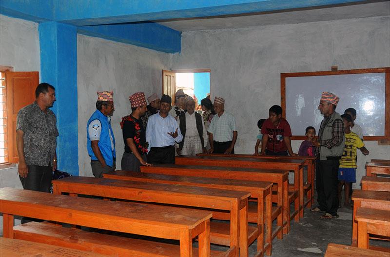 After-Refonte de l\'école Shree Pragatisheel Higher Secondary School de mai 2012 à octobre 2013. Intérieur d\\\'une des salles de classe