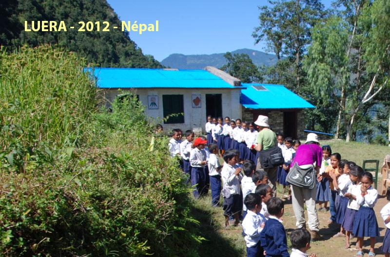 After-Refonte de l\'école primaire de Luera. Extérieur du bâtiment.