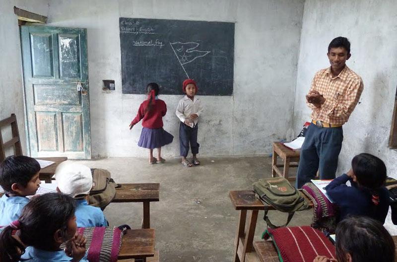 After-Salle de classe d\'une école primaire avant - après l\'année 2009.